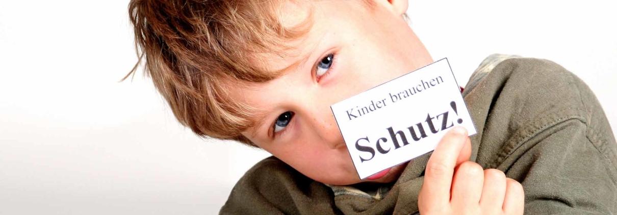 Klicken Sie für weitere Informationen zum Thema Kinderschutz